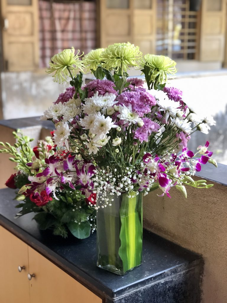 Make your first wedding anniversary special with flowers