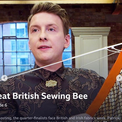 Joe Lycett wears our POW! Pendant XL in 18ct gold vermeil on the Great British Sewing Bee