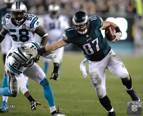 "Brent Celek Stiff-Arm Action Philadelphia Eagles 8"" x 10"" Football Photo - Dynasty Sports & Framing"