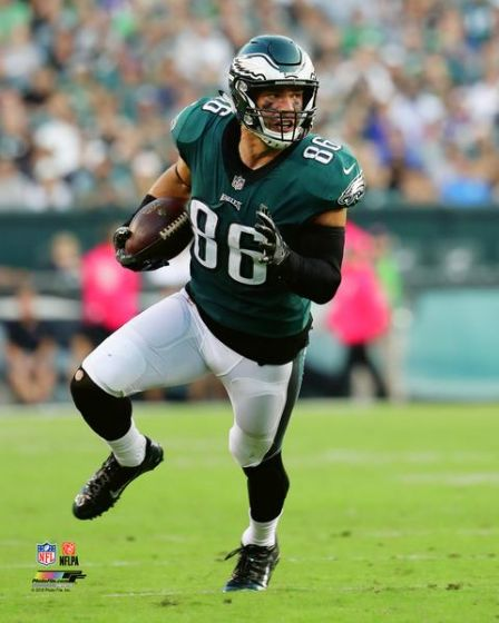 "Zach Ertz Philadelphia Eagles Action NFL Football 8"" x 10"" Photo"