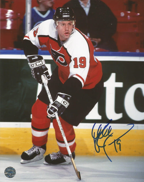 Philadelphia Flyers Mikael Renberg Skating Autographed NHL Hockey Photo - Dynasty Sports & Framing