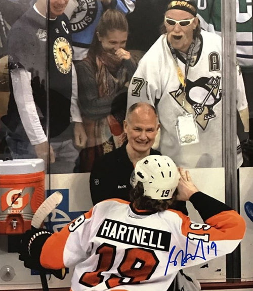 Philadelphia Flyers Scott Hartnell Hulk Hogan Pose Autographed NHL Hockey Photo - Dynasty Sports & Framing