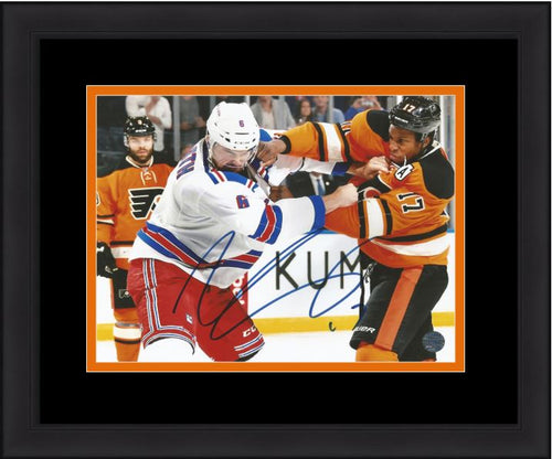 Philadelphia Flyers Wayne Simmonds Fight Autographed NHL Hockey Framed and Matted Photo
