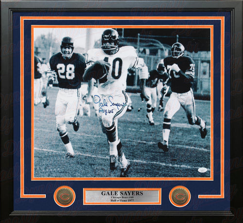 "Gale Sayers in Action Chicago Bears Autographed 16"" x 20"" Framed Football Photo - Dynasty Sports & Framing"