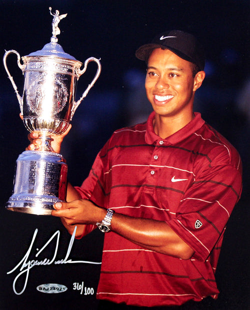 "Tiger Woods 2002 US Open Champion Trophy PGA Golf Autographed 8"" x 10"" Photo"