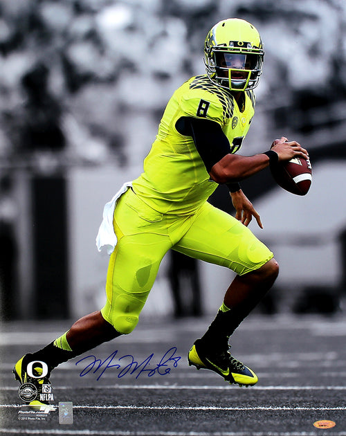 "Marcus Mariota Oregon Ducks Autographed NCAA College Football 16"" x 20"" Spotlight Photo"