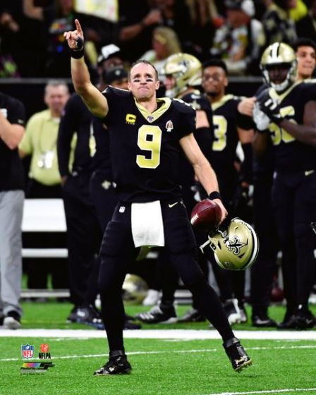 "Drew Brees Breaks Touchdown Record New Orleans Saints NFL Football 8"" x 10"" Photo"