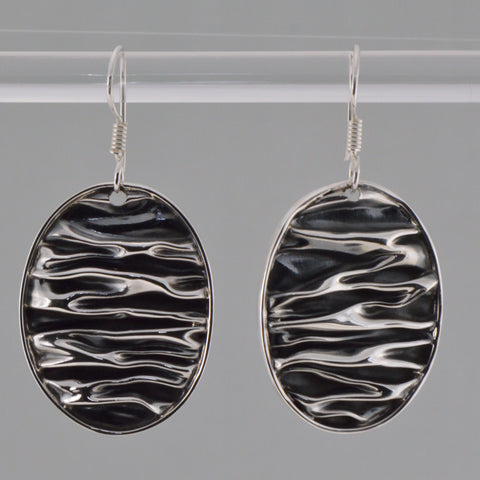 corrugated oval hook earrings