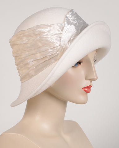 0646CLV Cloche, velour, winter white