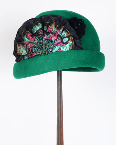 0865CCV 20's Cloche, velour, emerald with multi