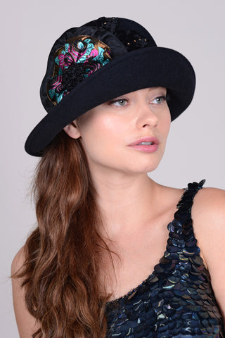 0867CWV Cloche, velour, black with multi
