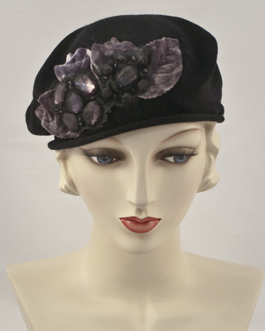0953SBC Small Beret, black with eggplant