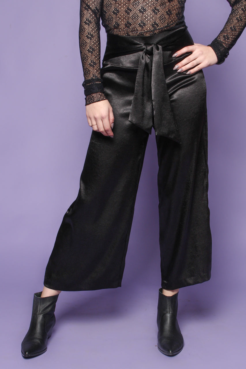 Out Tonight Satin Gaucho - Black