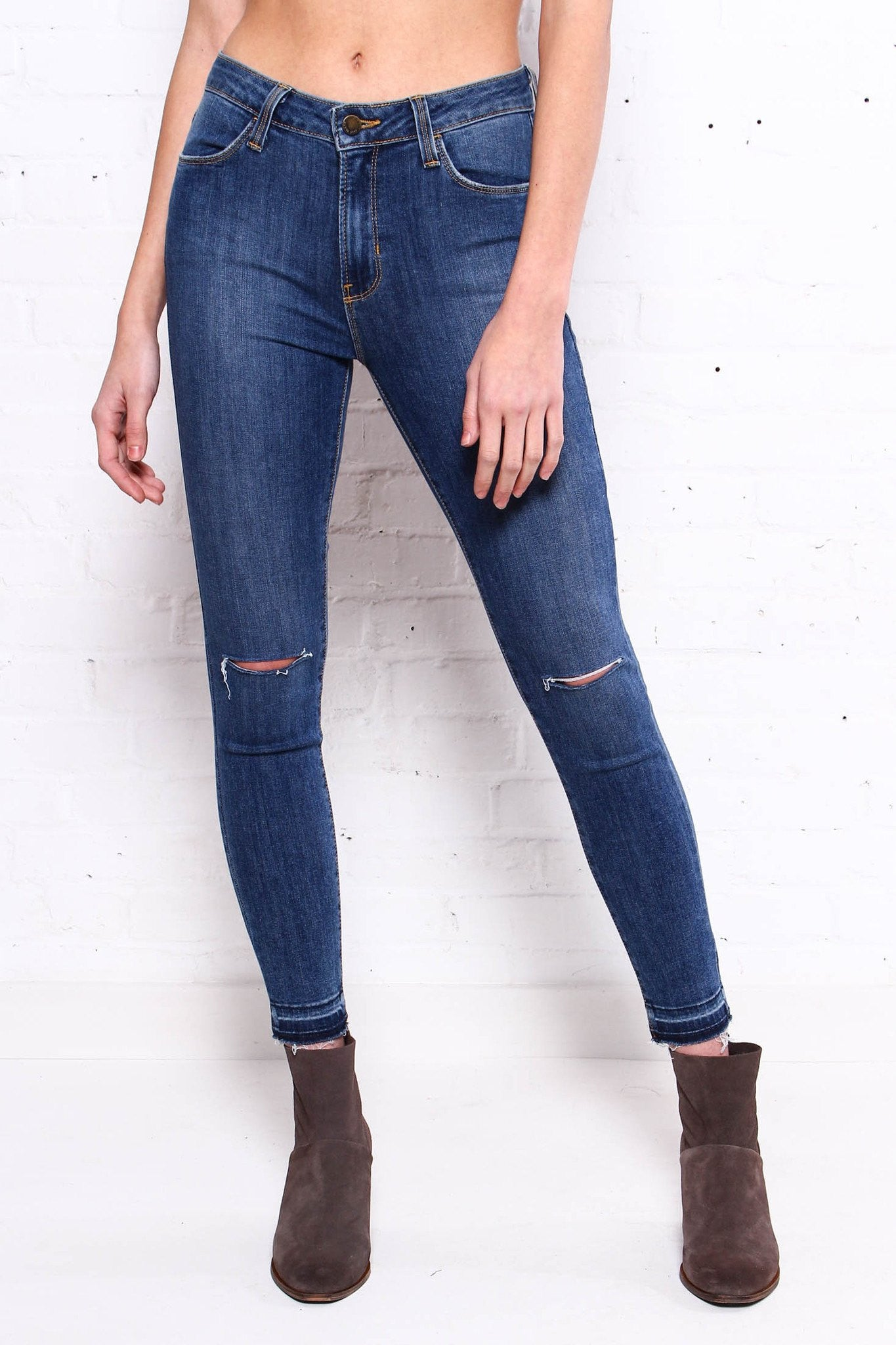 Undone High Rise Skinny - Medium Wash