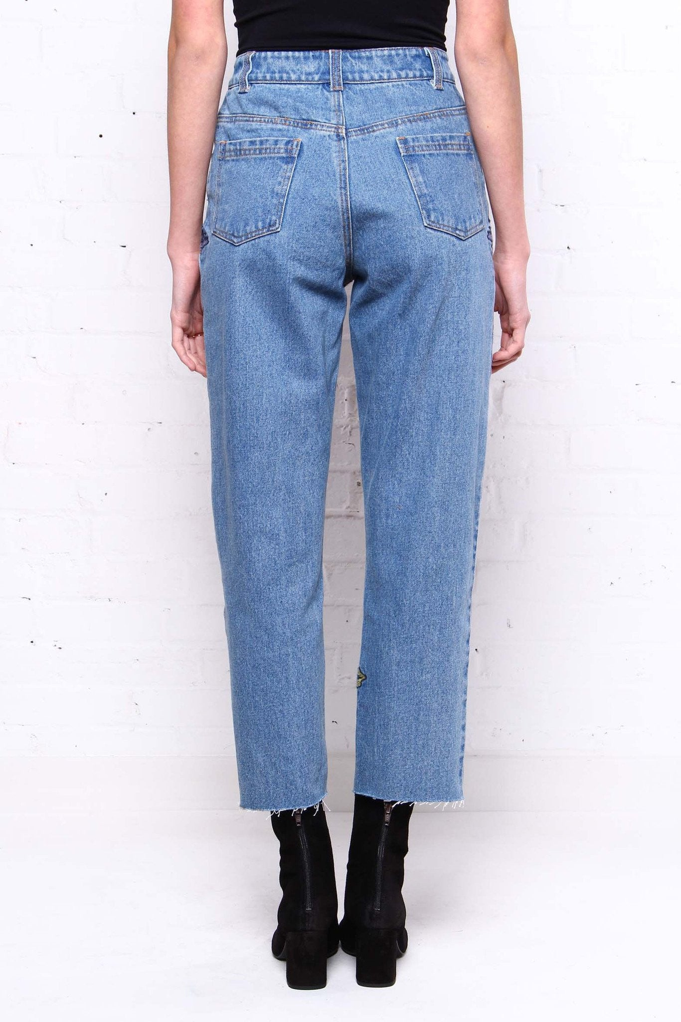 Side Note Embroidered Mom Jeans