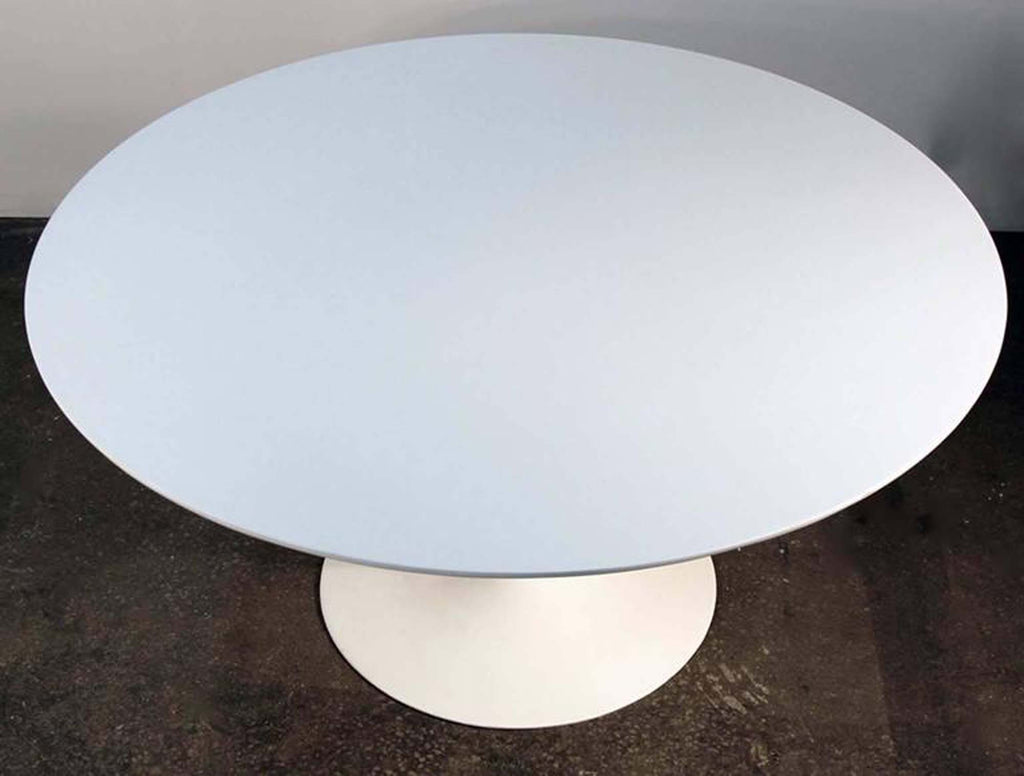 Eero Saarinen for Knoll Tulip Table in White Lacquer Mid-Century Modern