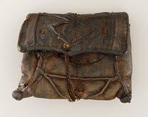 14th century Men's bag. Image courtesy: http://throwinthebag.wordpress.com/