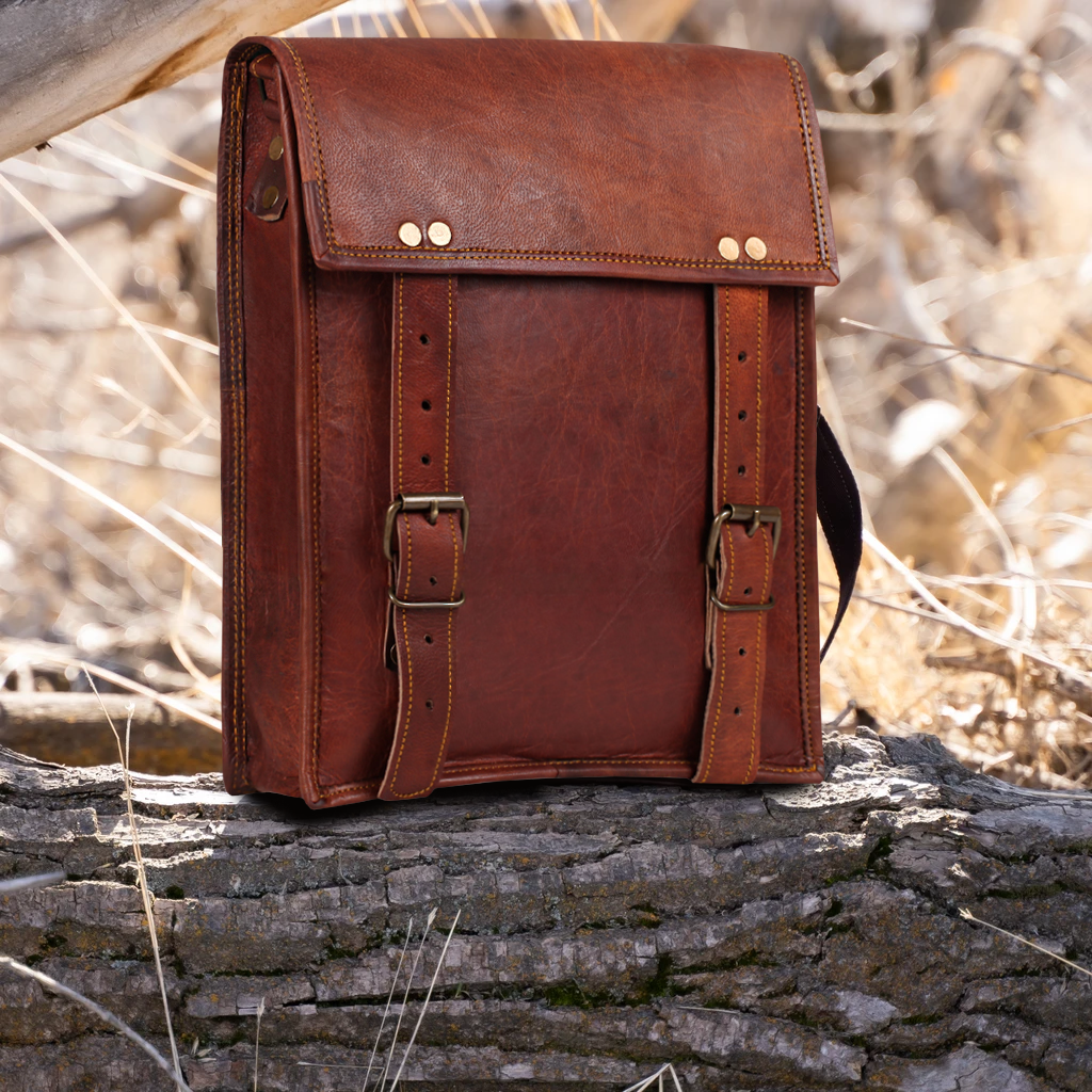"Zeus 11"" Leather Crossbody iPad Messenger Bag"