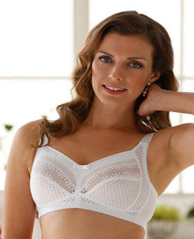 Classic non wired bra with adorable lace detail