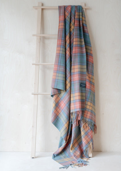 Cashmere Blanket in Buchanan Antique Tartan