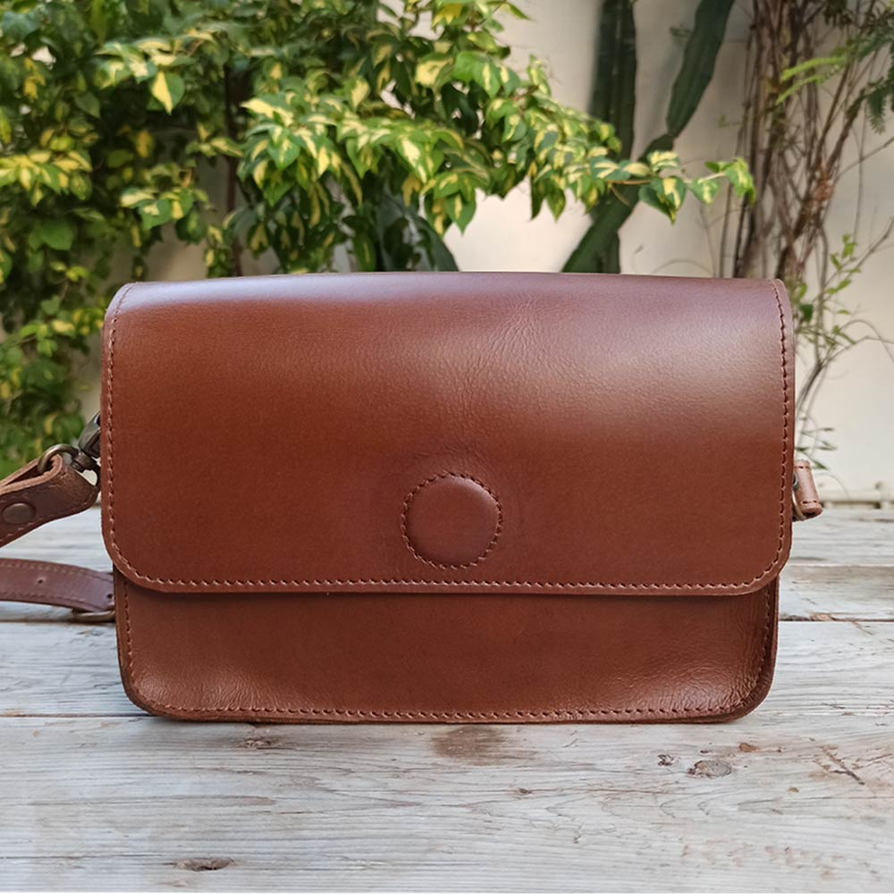 Roxy - Leather Crossbody bags - Durable Leather Classics - Bear Necessities
