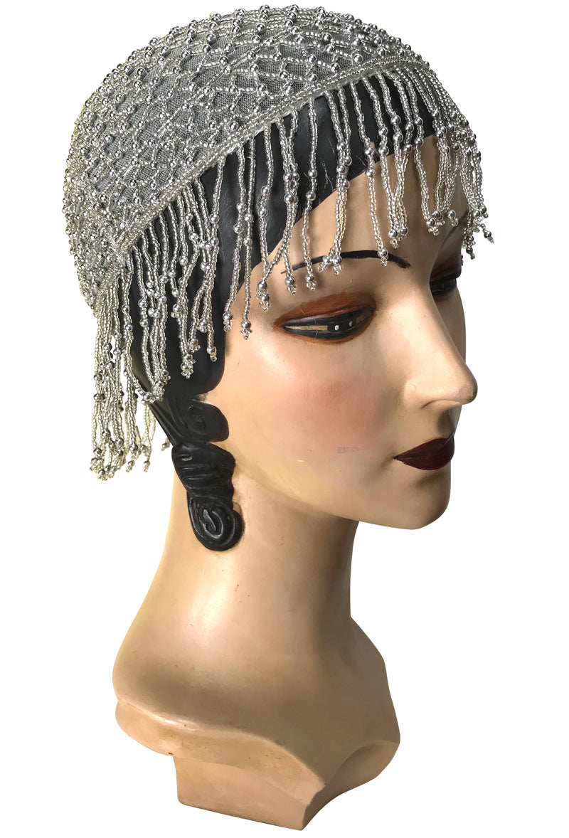 1920s Hand Beaded Gatsby Lattice Flapper Party Cap - Short Fringe - Silver Grey - The Deco Haus