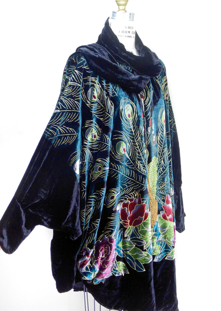 1920s Style Coats Victorian Peacock 1920s Silk Velvet Batwing Cocoon Opera Coat - Black $174.95 AT vintagedancer.com