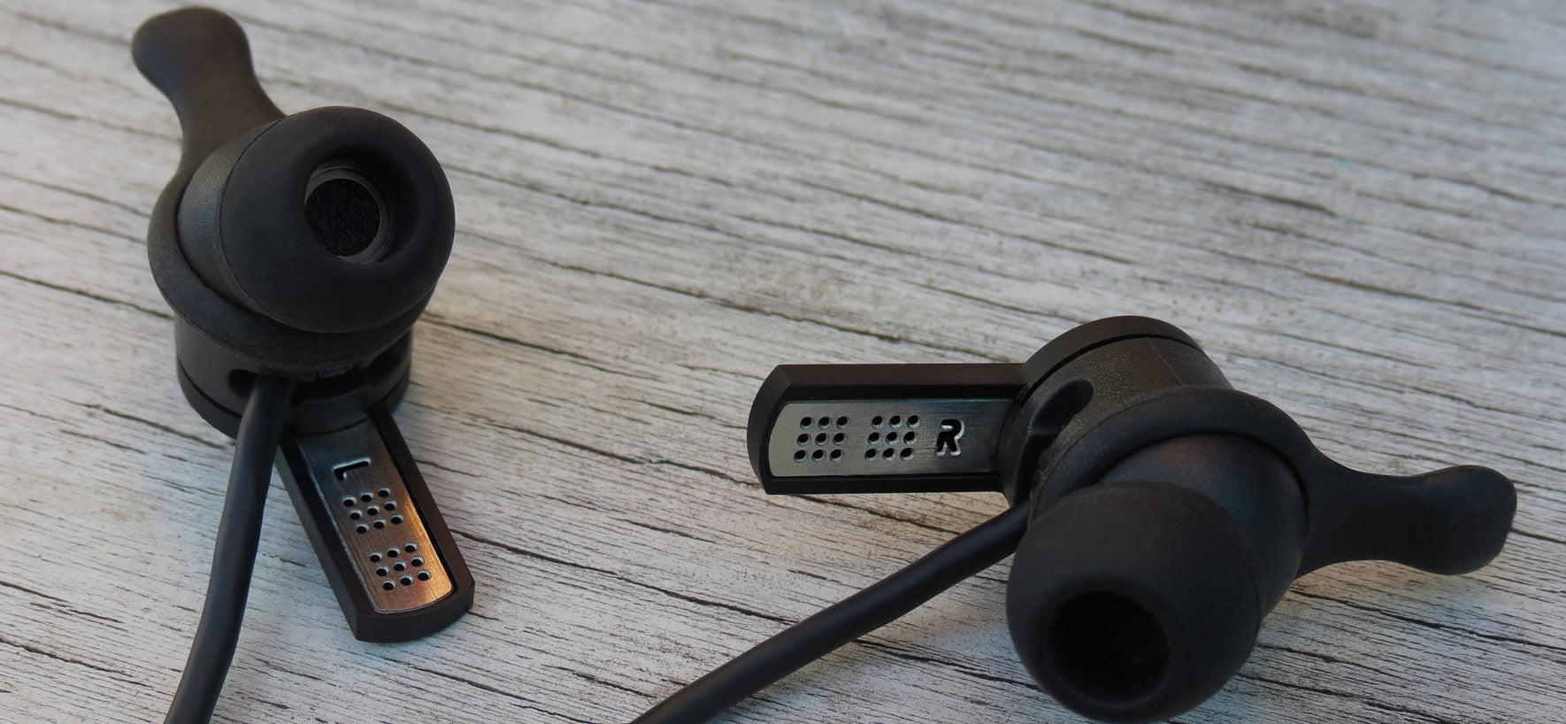 SC1000 earbuds with microphones