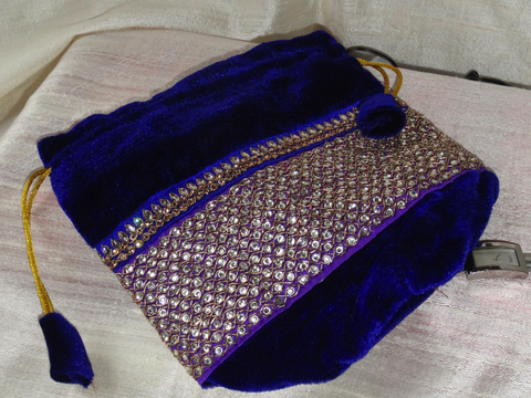 Bead & velvet wristlet handbag. Ethnic bag. Vintage Wristlet Purse. Indian bollywood purse. Blue velvet evening bag. From Artkrti.