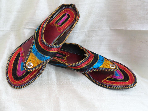 Boho ethnic indian shoes and sandals. Indian Flat shoes or sandals. Handmade, hand embroidered women's shoes. Indian Leather Punjabi shoe or sandals. Casual, summer boho, ethnic shoes. From Artikrti.