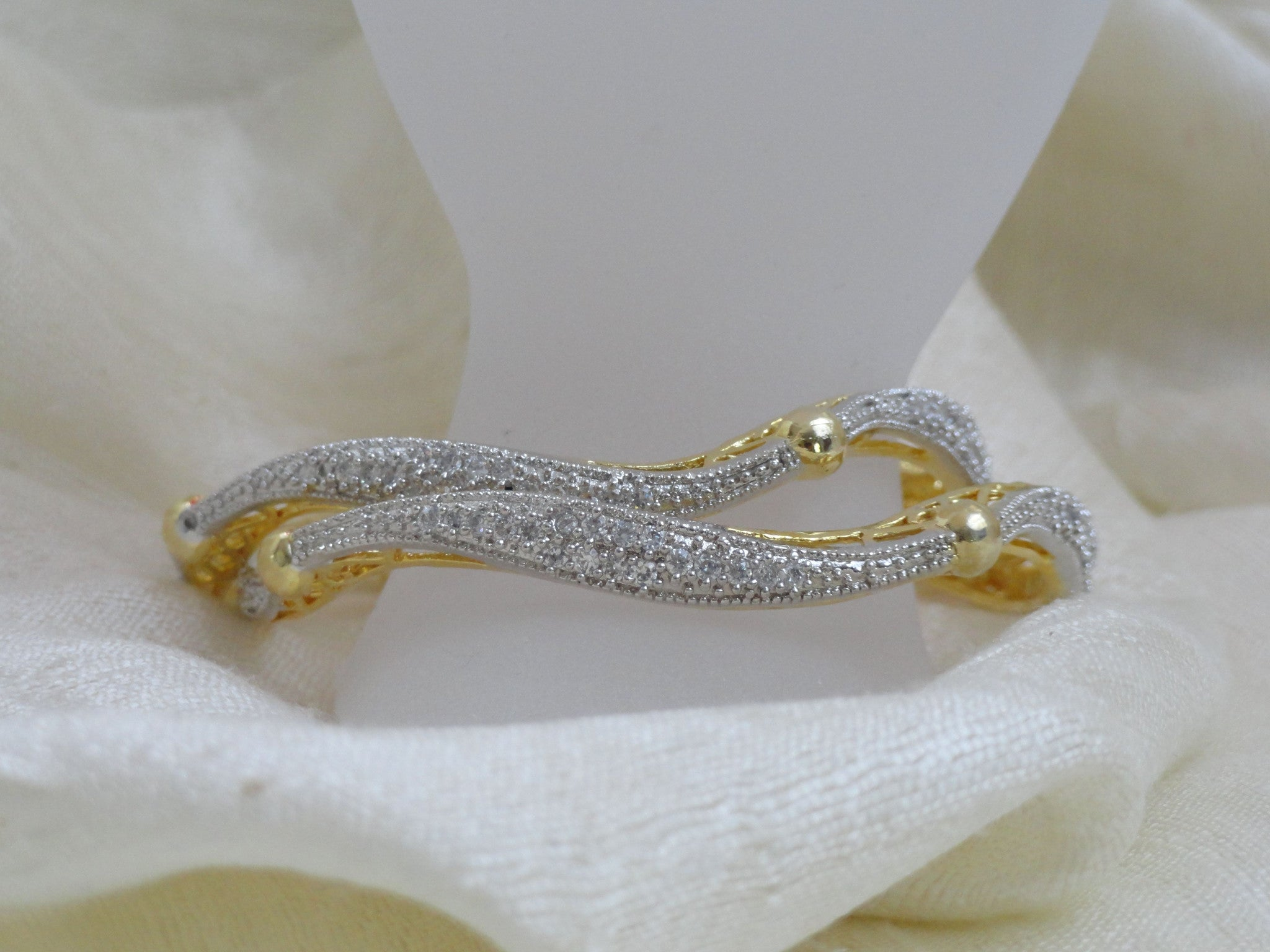 categories with bangle bracelet bangles caroline jewelry in scott kendra gold default bracelets mary lg stones