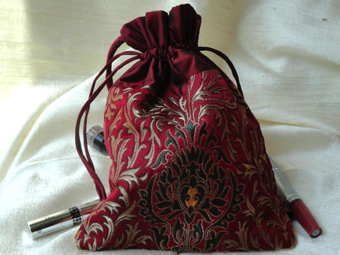 gold-embroidered-indian-maroon-red-wristlet-bag6 bg1033
