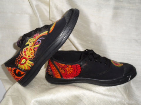 Ethnic handpainted women's canvas shoes. Henna design keds. Ethnic indian shoes. Handpainted sneakers. Black Henna Flora. Jooots from Artikrti