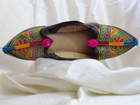 Indian Flat shoes or sandals. Handmade, hand embroidered women's shoes. Indian Leather Punjabi shoe or sandals. Casual, summer boho, ethnic shoes. From Artikrti.