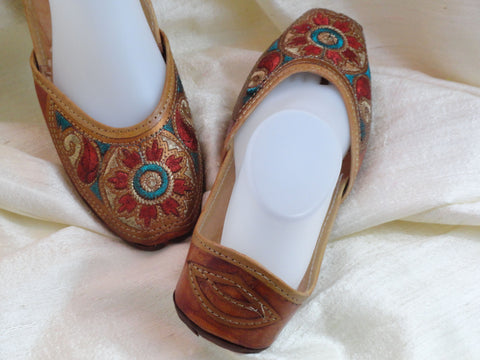 Handmade, hand embroidered women's shoes. Indian Leather Punjabi shoe or sandals. Casual, summer boho, ethnic shoes. From Artikrti.