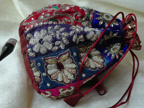 Indian wedding wristlet handbag. Bride's party bag. Ethnic dress purse. Embroidered handbag . Dressy evening bag. From Artkrti.