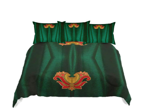 "Bed in a bag queen size. Holiday Green comforter set. King comforter with matching pillow covers. ""Lotus Breeze"". Artikrti."