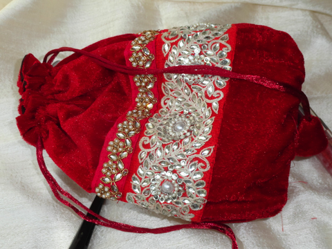 Red velvet evening bag. Bead & velvet wristlet handbag. Ethnic bag. Vintage Wristlet Purse. Indian bollywood purse.  From Artkrti.
