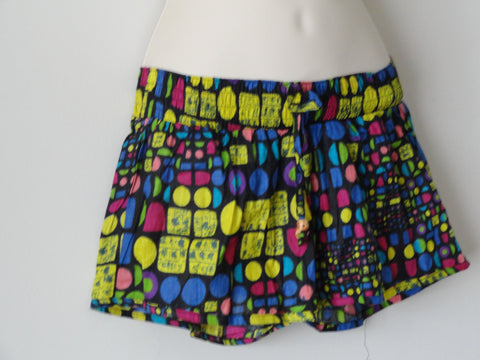 Women's summer pom pom shorts. Boho cotton shorts for that cool, saucy summery look. Hand printed shorts from India. From Artikrti.