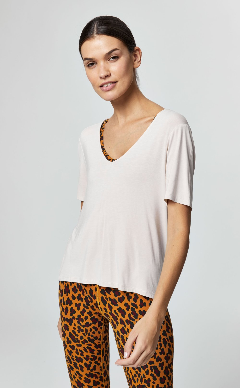 HOLLY V-NECK TEE IN PUMICE