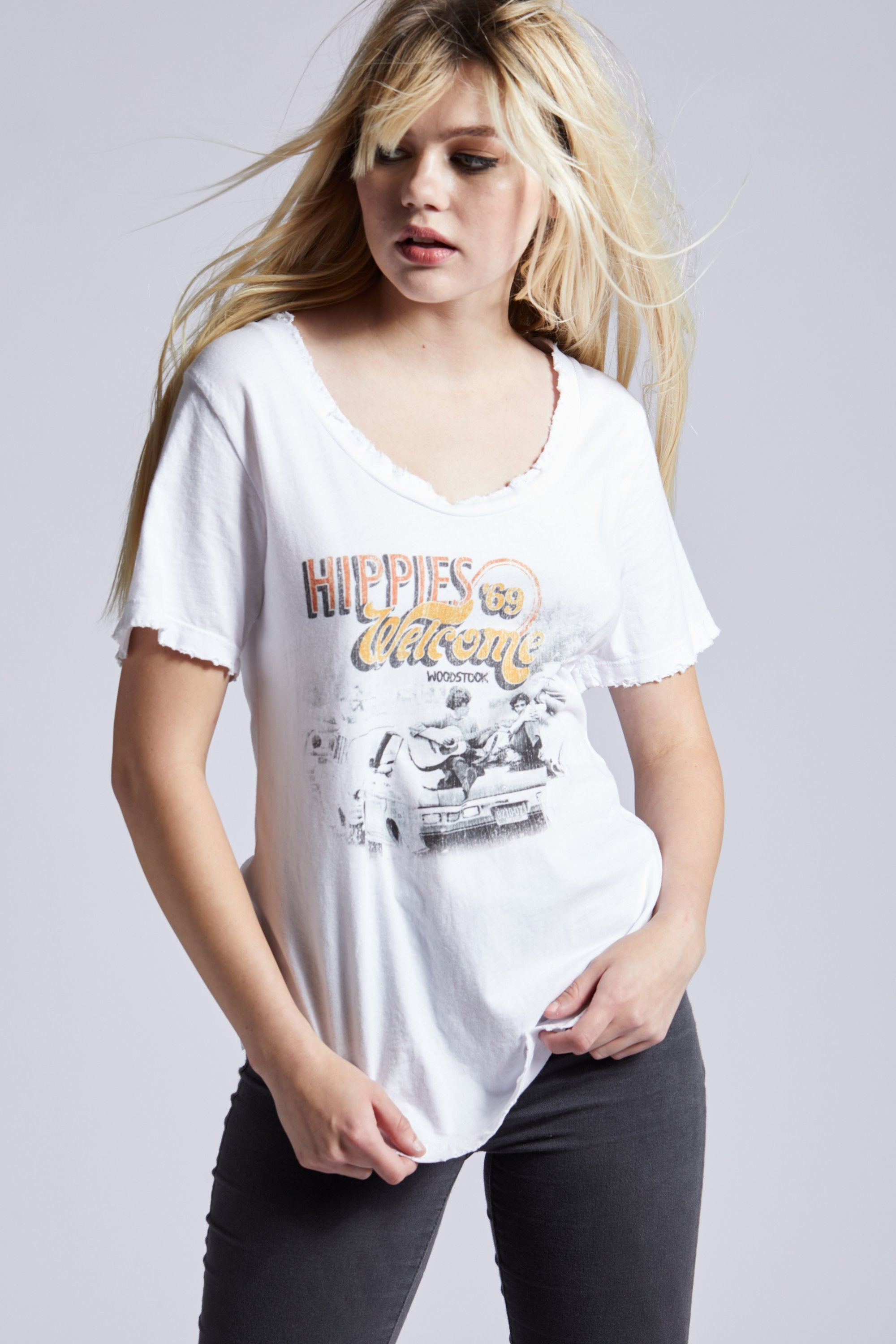 HIPPIES WOODSTOCK GRAPHIC TEE