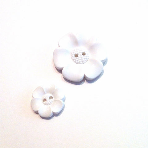 White-plastic-flower-button