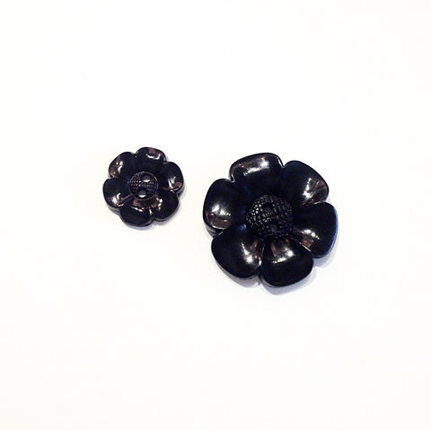 Black-plastic-flower-button