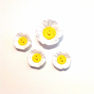Daisy-plastic-button