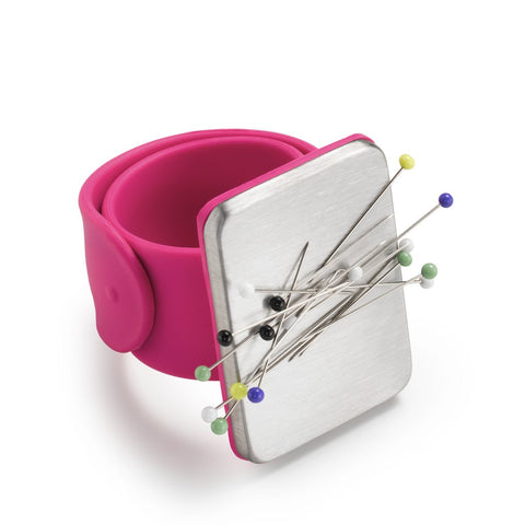 Magnetic Wrist Pincushion by Prym love