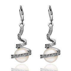 Twisted White Gold Plated Pearl Earring