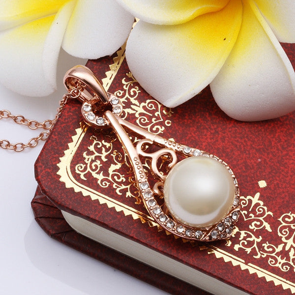 Vintage White Pearl Teardrop White Gold Necklace