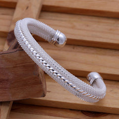Twisting the Middle Open Bracelet