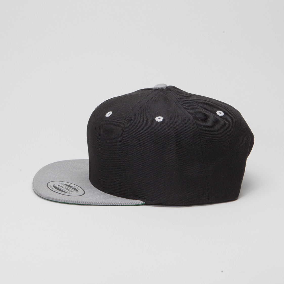 bcf06715 Yupoong The Classic Snapback Black/Silver | YESCAPUSA
