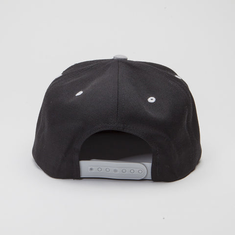 Yupoong The Classic Snapback Black/Silver